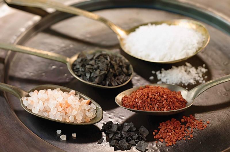 Conheça os diferentes tipos de sal e saiba qual é o mais indicado para sua dieta