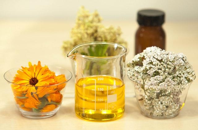 Desvendando o cártamo: o que esse óleo pode fazer por sua dieta?